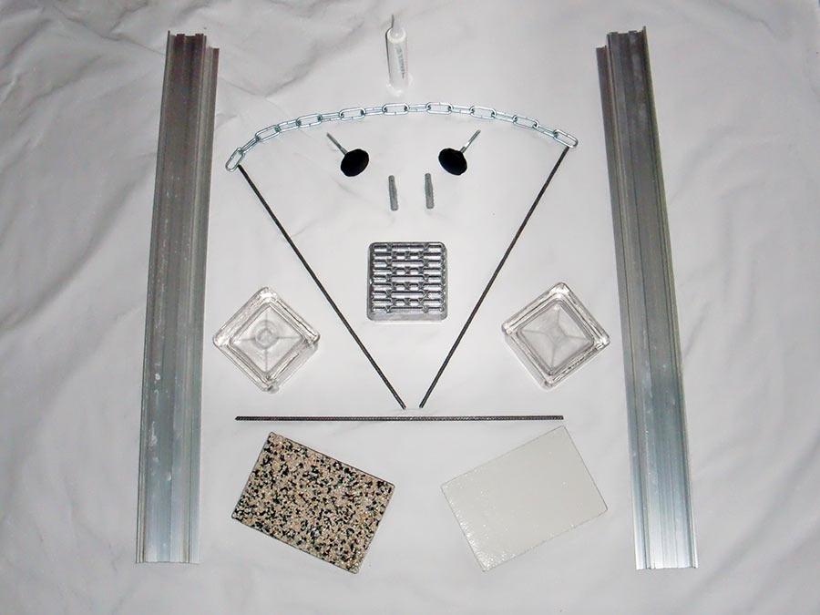 Einzelteile der Isartaler Lichtschacht-Abdeckung
