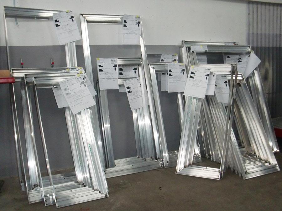 Fertig montierte Aluminiumrahmen