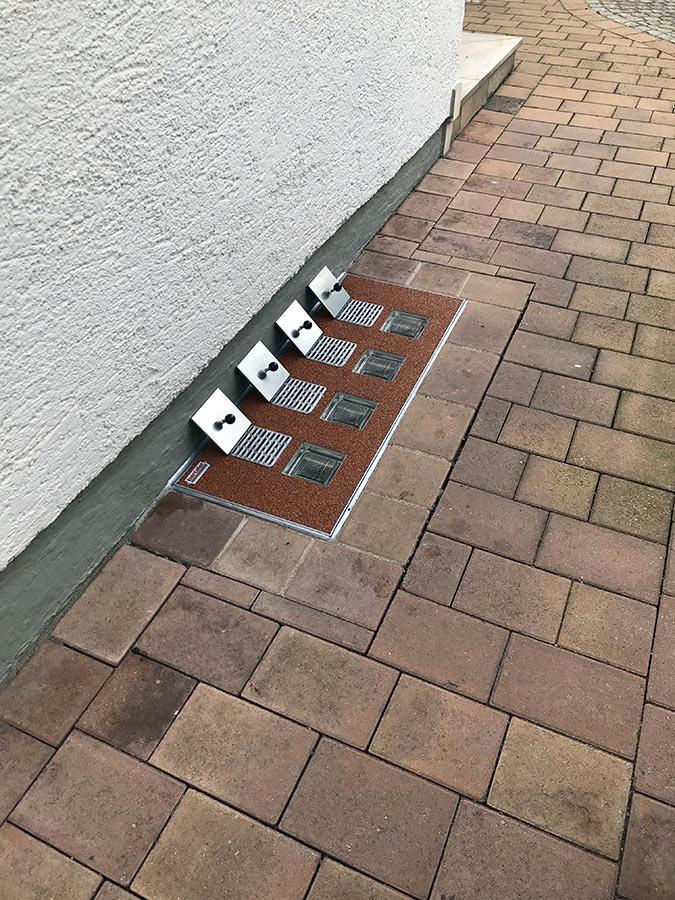 Lichtschacht-Abdeckung mit Hochwasser-Schutzdeckeln