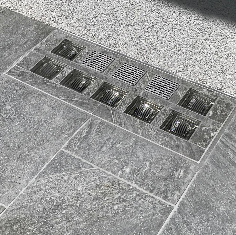Lichtschacht-Abdeckung mit grauer Oberfläche